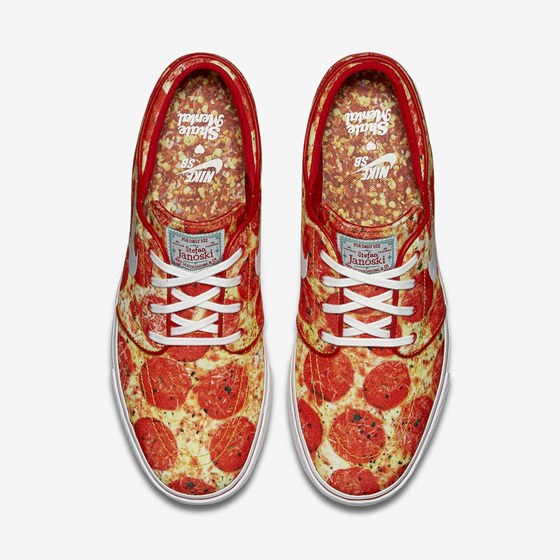 peut_on_porter_des_nike____imprim___pizza___916.jpeg_north_560x_white.jpg